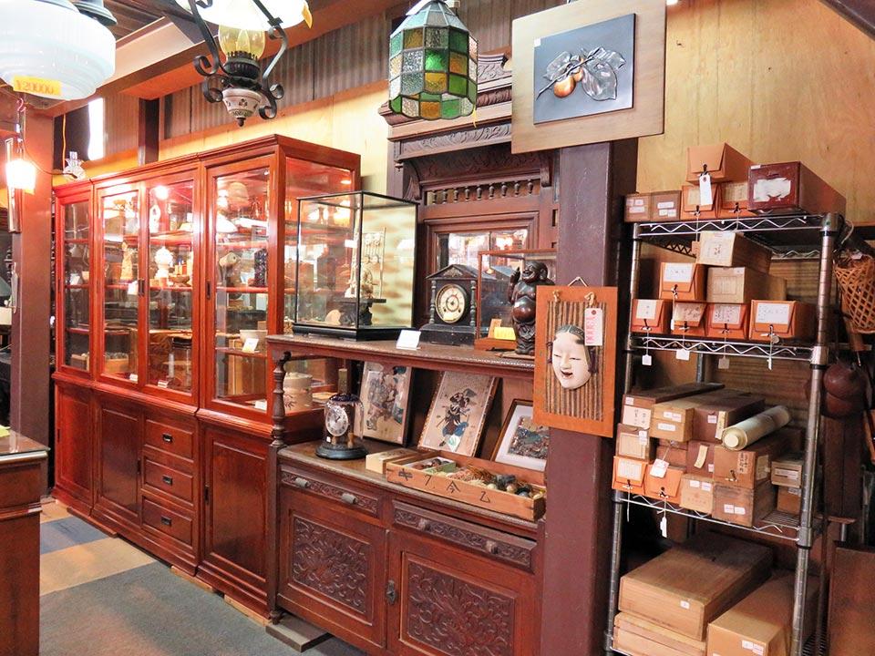 アンティーク家具、骨董品、雑貨の買取が急増中です!
