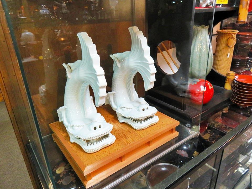 平戸焼 白磁の鯱(対)、似たものが美術館に展示されていました。【売切れ】