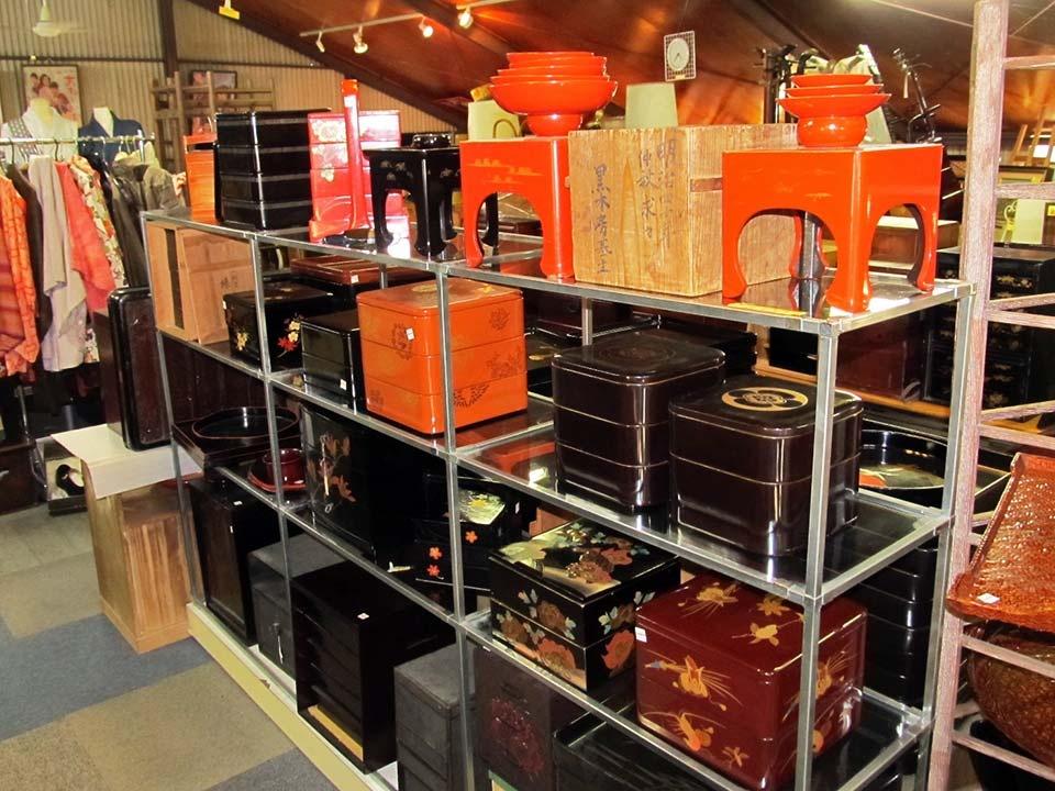 おせち料理は漆の重箱で。伝統工芸品の日本代表「漆器」は、英語でJAPAN!本漆塗り、蒔絵、象嵌入りがお手頃価格です。