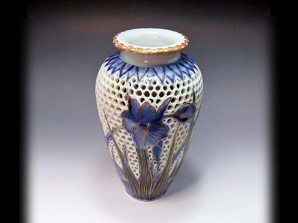 三川内焼の美しい透かし彫り花瓶を入荷しました!【売切れ】