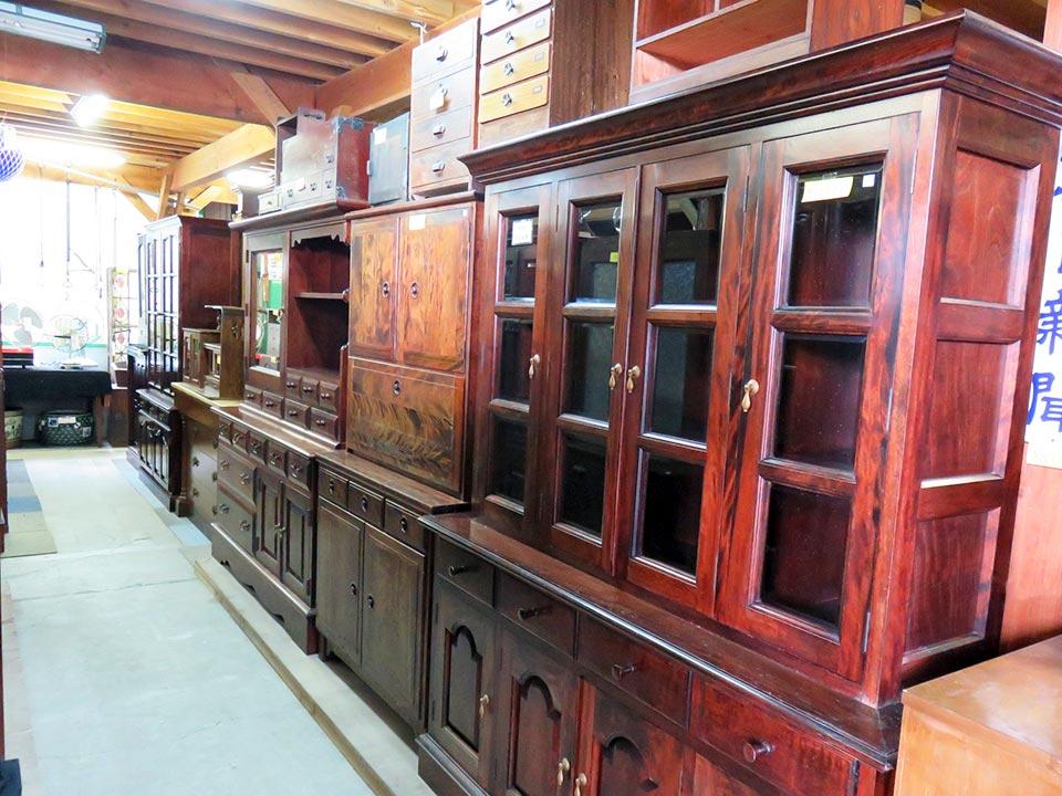 大型家具もアンティーク、民芸、レトロ、和骨董、いろいろあります。