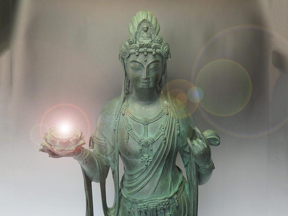 仏像を多数入荷しました!!(写真は、大仏師、松久宗琳作 ブロンズ製「観世音菩薩立像」【売切れ】)