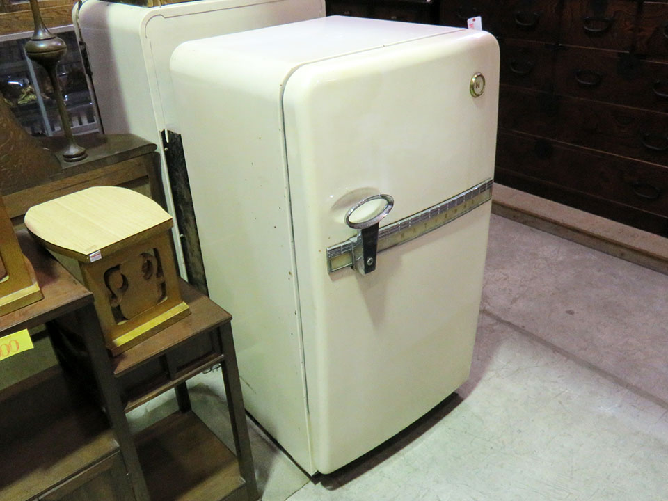 昭和30年代のレトロなNational冷蔵庫、入荷しました!冷えます!!