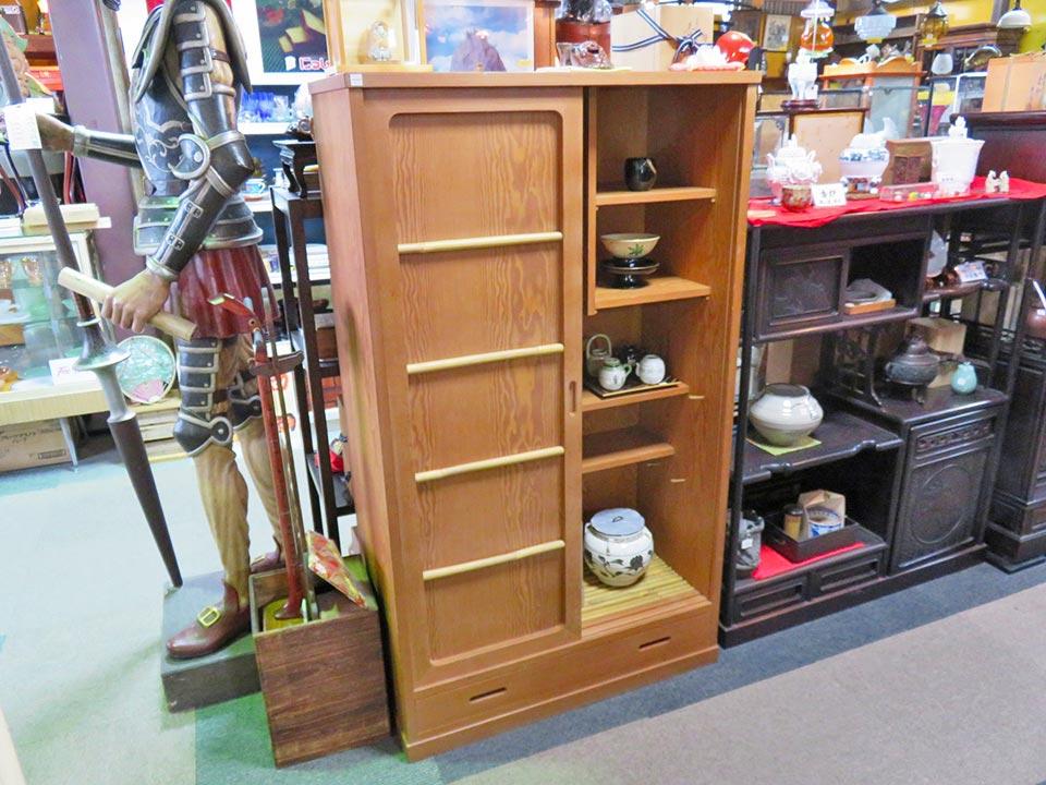 人気の置水屋を入荷しました!すぐ売り切れるので、要チェックです!茶道具は、京都の業者さんも買付に来る品揃え!