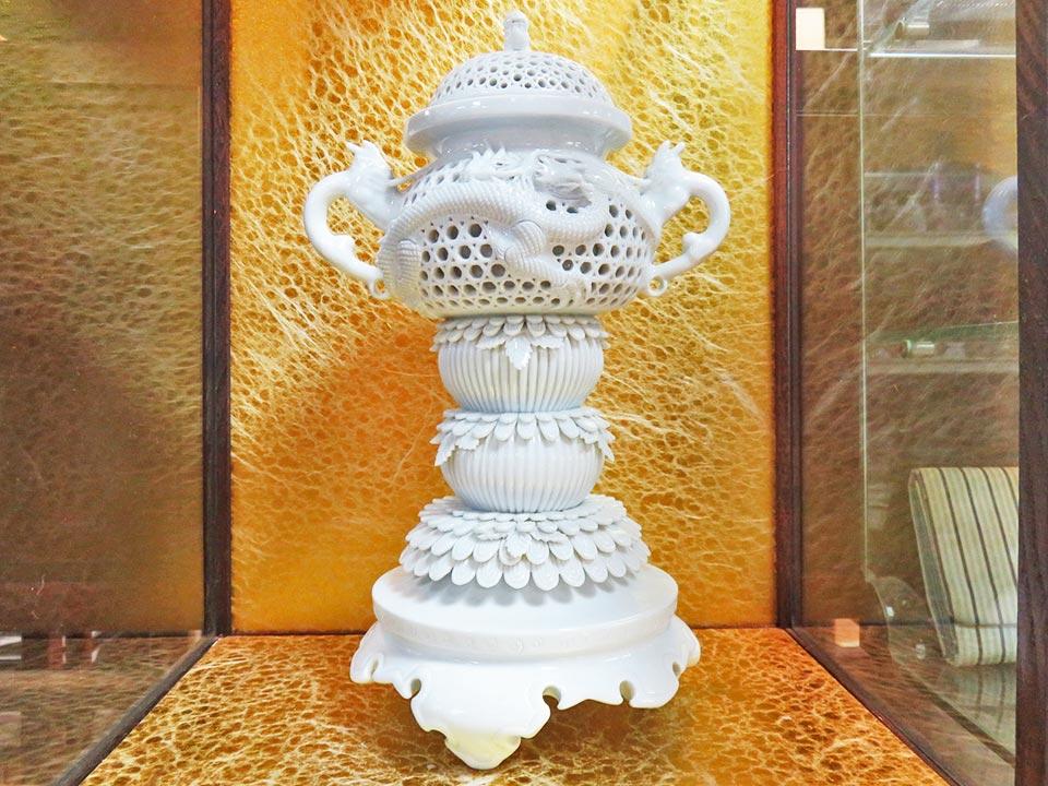 現代の名工 平戸焼 中里茂右ヱ門 白磁 龍透彫籠目獅子紐香炉